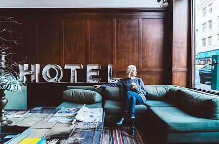 Hotel people-2593251_1920